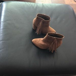 Ankle boots with side fringe